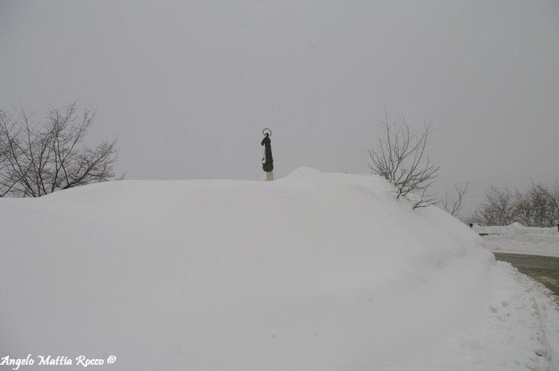 lago-laceno-nevicata-11-febbraio-2012i00008